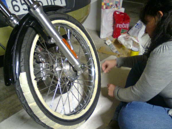Tutorial como pintar banda blanca en ruedas excalibur - Pintar llantas bici ...
